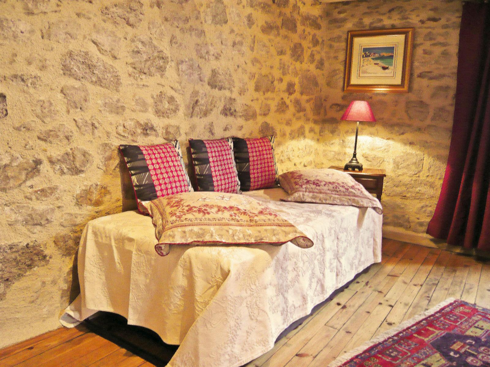 Chambre d 39 h tes de la tour figeac dans le lot chambre d 39 h tes figeac g te de groupe - Chambre d hotes tours et alentours ...